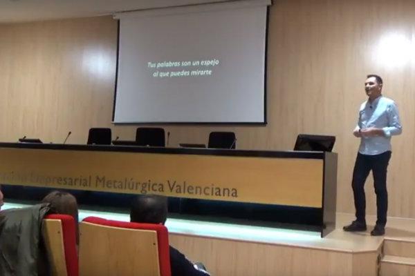Vídeo de la conferencia: Inteligencia conversacional, de Fernando Roca